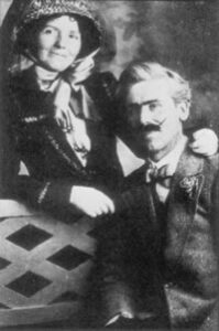 A photo showing Saronie and his wife.