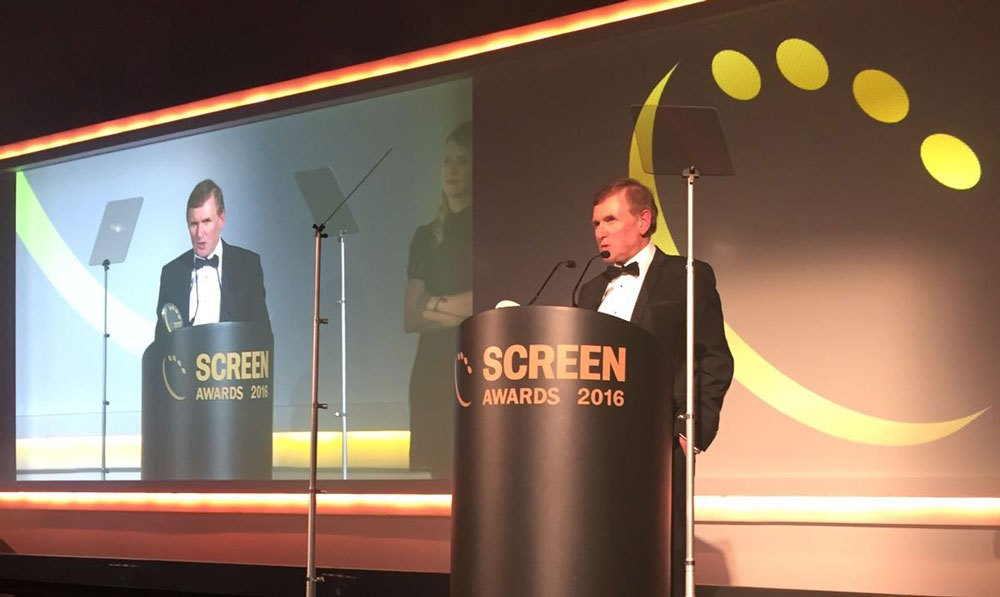 Geoff Greaves receiving his award at the 2016 Screen Awards ceremony.